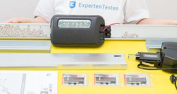 Sommer Garagentorantrieb S9080 Base+ im Test - das Set enthält: - 1 x 3-teilige Schiene mit Befestigungen - 1 x Antriebsmotor 800 Nm - 1 x Steuerschrank mit integriertem Empfänger - 2 x Pearl Vibe Fernbedienungen, 868 Mhz - 4 Kanäle mit Informationsrückgabe