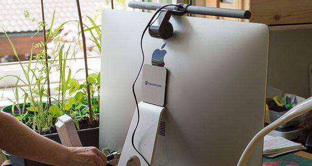 BenQ ScreenBar Plus LED-Monitor-Lampe im Test - egal ob Computer, Mobilladegerät oder Power Bank – jeder USB-Anschluss versorgt die ScreenBar Plus E-Reading Lampe mit Strom