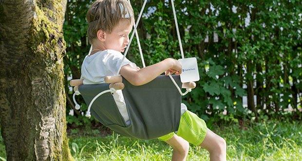 small-foot Babyschaukel Komfort im Test - das pflegeleichte Gewebe passt sich der Körperform des Kindes optimal an