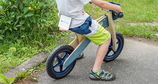 small-foot Laufrad blauer Papierflieger im Test - Klingel, Gummigriffe, unkaputtbare EVA-Softbereifung und ein weicher Sitz sorgen für Fahrspaß!
