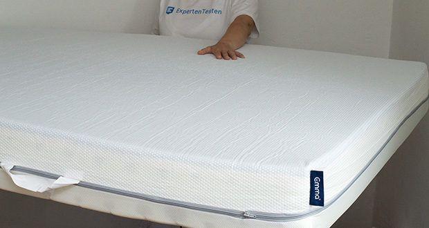 Emma One Matratze 140x200 im Test - die Antislip-Beschichtung auf der Unterseite verhindert ein Verrutschen der Matratze und gibt Dir so guten Halt auf nahezu jedem Untergrund