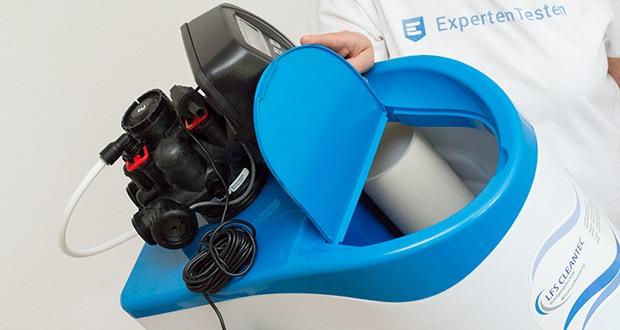 LFS CLEANTEC Wasserenthärter IWKC 1000 im Test - der Drucktank ist mit einem Austauscherharz zur Wasserenthärtung befüllt, das Gehäuse dient als Salzlösetank und der Steuerkopf sorgt für den vollautomatischen Betrieb des Wasserenthärters