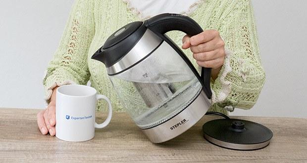 STEPLER LED-Glas-Wasserkocher 1,8 Liter im Test - als Goodie für Teetrinker befindet sich im Kocher ein spülmaschinenfestes Teesieb, entnehmbar und leicht zu reinigen