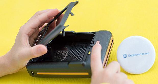 Fujifilm Instax Mini LiPlay Elegant Hybride Sofortbildkamera im Test - der integrierte Blitz leuchtet Ihre Motive optimal aus und verfügt über drei Modi (An, Aus, Automatik)