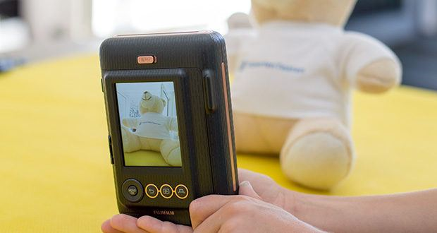 Fujifilm Instax Mini LiPlay Elegant Hybride Sofortbildkamera im Test - mit der hybriden Sofortbildkamera instax mini LiPlay werden Sie zum Meister Ihres Moments