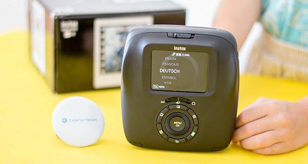 Fujifilm instax SQUARE SQ 20 Hybride Sofortbildkamera im Test - mit dem Farbdisplay kannst du verschiedene Bildeinstellungen und Aufnahmemodi wählen und bekommst vor der Belichtung eine detailreiche Vorschau auf deine Aufnahmen