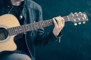Gute Erfahrungen mi Gitarrenunterricht in Kiel