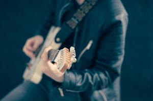 Günstiger Musiklehrer für Gitarrenunterricht
