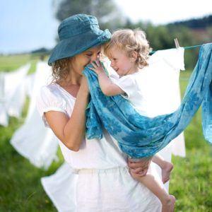 Waschnüsse sind eine sehr beliebte Alternative zu herkömmlichen Waschmitteln. Sie hinterlassen bei weißer Wäsche hin und wieder gelbe Flecken.