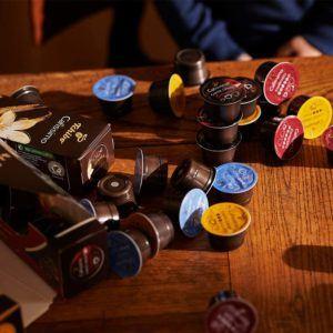 Mit einem Kaffeevollautomat von Tchibo lassen sich unterschiedliche Kaffeespezialitäten auf Knopfdruck zubereiten.