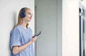 Over Ear Kopfhörer sind mit verschiedene Funktionen verfügbar, wie zum Beispiel Bluetooth- und Active Noise Cancelling Funktion.