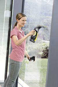Damit Sie auch Ihre Sprossenfenster von Verunreinigungen und hartnäckigem Schmutz befreien können, gibt es für die Kärcher Fenstersauger schmalere Saugdüsen.