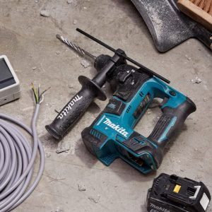 Der Akku Bohrhammer bietet aufgrund des Kabellosen Bohrhammers, einen räumlich flexibel und uneingeschränkten Vorteil.