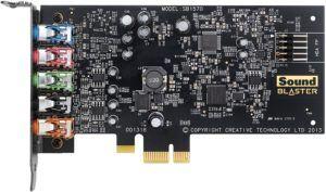 Die interne Soundkarte ist entweder eine kleine Platine oder ein kleiner Chip, der direkt mit dem Motherboard im Gehäuse des Computers verbunden wird.